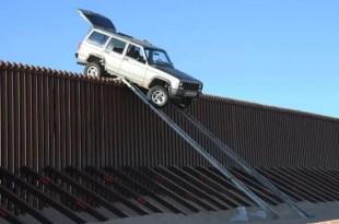 Improvisaron una rampa para pasar la frontera y quedaron atascados