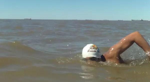 Joven de 19 años cruzó el Río de la Plata a nado