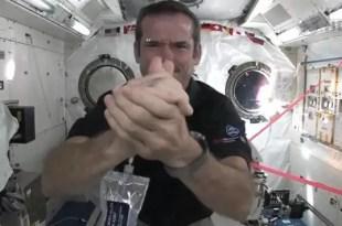 Video: Cómo se lavan las manos los astronautas en el espacio