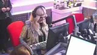 Video imperdible: Ke$ha toca el piano con las lolas