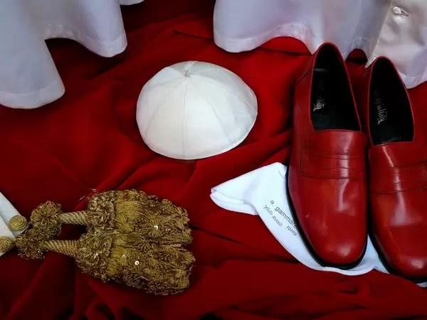 La ropa del futuro Papa ya está lista - Fotos