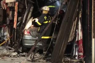 Auto se mete en un local de comida y deja 8 heridos - Fotos