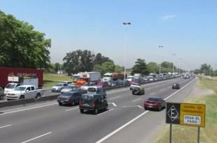 Video: Escaparon tres presos en autopista Riccheri