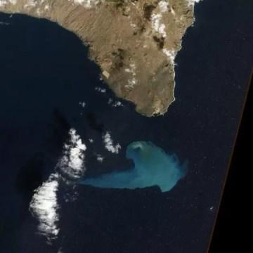 El 'Monstruo', el volcán en medio del océano - Fotos