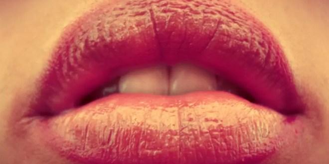 Cómo colocar un preservativo con la boca