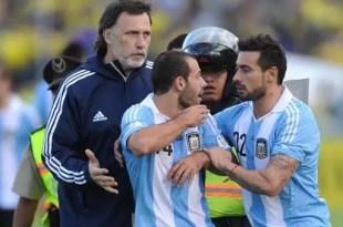 Por qué Javier Mascherano pateó al camillero de Ecuador