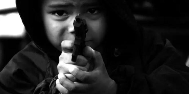 Niño de cuatro años mata de un disparo a su padre