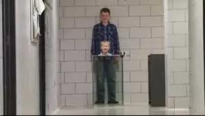 Video: Hace invisible a su pequeño hijo