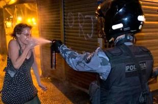 Polémica foto de la represión en Brasil furor mundial