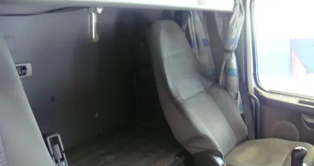 Camioneros quedaron abotonados en la cucheta del camión