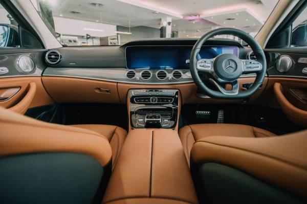 Ruang kabin serba mewah Mercedes-Benz E 350 AMG Line