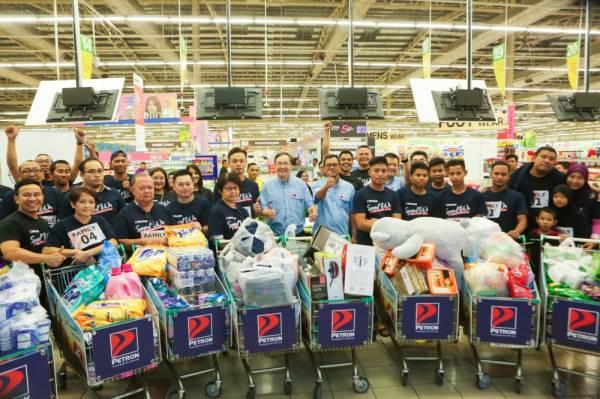 CABARAN Hypermarket Sweep bermula secara rasmi pada 14 Mac di Giant Hypermarket Stadium Shah Alam dengan 20 pasukan berlumba mengejar masa bagi mengumpul barangan bernilai RM55,000.