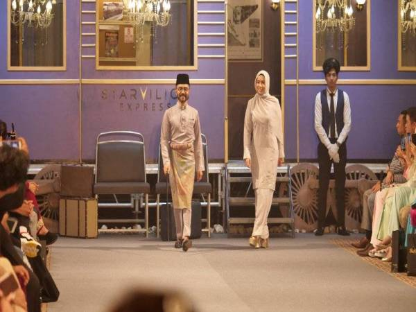 Ikon fesyen ini tampil dengan salah satu rekaan Wak Doyok sempena lebaran bersama Starvilion