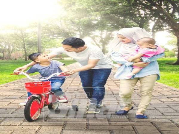 Aktiviti berlari bersama keluarga boleh membantu mengeratkan lagi kasih sayang.
