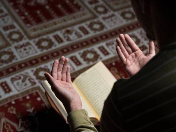 Baca, faham dan amalkan al-Quran sebagai panduan kehidupan sehari-hari.
