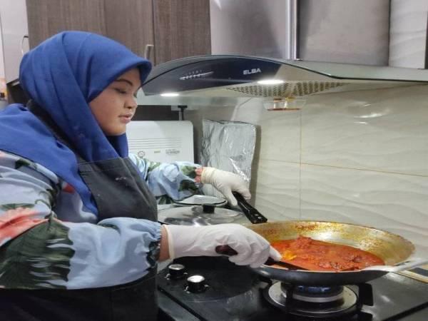 Nur Hidayah kini menjalankan perniagaan sepenuh masa dari rumah dan berhasrat mengembangkan perniagaan di lokasi lebih selesa