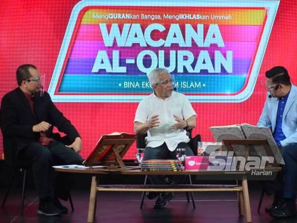 Hussamuddin (tengah) ketika bercakap dalam Wacana Al-Quran Siri Ke-69 bertajuk Peralihan Kepimpinan#Demi Masa Depan di Studio F, Kumpulan Karangkraf. FOTO: ASRIL ASWANDI SHUKOR