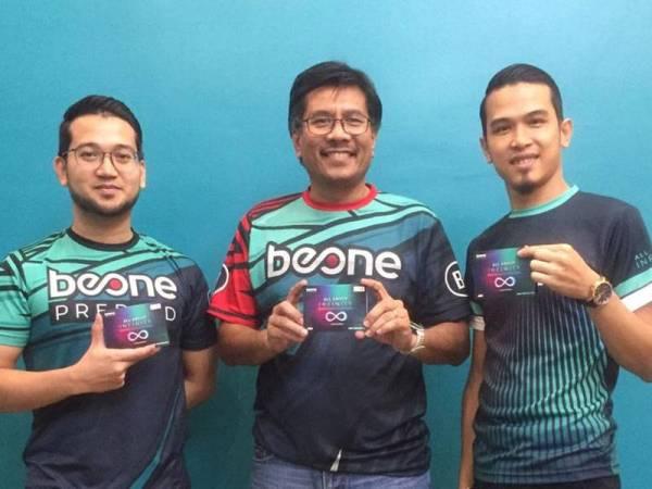 (Dari kiri) Mohammad Nazrin Zariff, Nazri Saad dan Mohamad Amar Rahman.