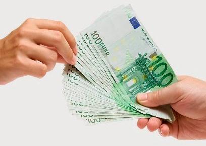 La Comisión Nacional del Mercado de Valores sanciona a NCG Banco por cuatro infracciones muy graves que suman un importe de más de dos millones de euros. Las infracciones son relativas a la emisión de participaciones preferentes y deuda subordinada. Se ha hecho pública la sanción a través del BOE en una resolución con fecha en el 24 de marzo, en la que se declaran firmes en vía administrativa las sanciones a NCG Banco, en las que se le declara responsable de la venta de productos híbridos sin advertir al consumidor de los efectos, en aquellos supuestos en los que no era conveniente su venta. También se sanciona como muy grave el no gestionar adecuadamente los conflictos de interés generados por la realización de cases entre sus clientes a precios muy alejados de su valor razonable. También se sanciona a Novacaixagalicia por la venta en las dos cajas gallegas de productos híbridos, sin realizar los tests de evaluación a sus clientes y sin tener en cuenta el perfil, así como no haber ofrecido toda la información necesaria. La Comisión Nacional del Mercado de Valores declara la responsabilidad de las cajas gallegas por las deficiencias en la venta de preferentes, sin ofrecer información a los clientes y, además, no habiendo acreditado la entrega de información sobre las características y riesgos de dichos productos comercializados con carácter previo a su adquisición. Por todo ello, impone a Novagalicia Banco (NCG Banco), como sucesor de la responsabilidad de Novacaixagalicia, cuatro multas de: un millón, 800.000 euros, 200.000 euros y 50.000 euros, que suman un total de 2.050.000 euros. Un informe del FROB del 2014 cifró en 116.000 el total de afectados por preferentes y subordinadas, sólo en Galicia. Con una estafa cifrada en más 1.800 millones de euros, quienes en los últimos años han protagonizado sonoras protestas y manifestaciones para demandar que se les devuelva su dinero.