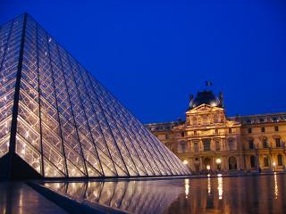Louvre large pyramid