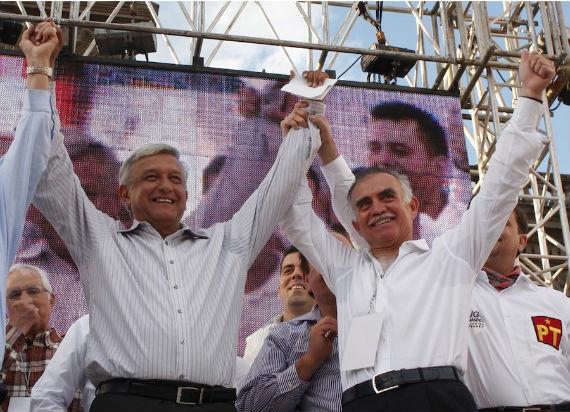 AMLO y Alfonso Romo durante la campaña presidencial de 2010. Foto: Cuartoscuro