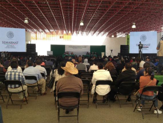 A la reunión pública para informar sobre los impactos ambientales del proyecto del Nuevo Aeropuerto Internacional de la Ciudad de México, el más ambicioso del gobierno de Enrique Peña Nieto, acudieron 580 personas. Foto: Mayela Sánchez, SinEmbargo
