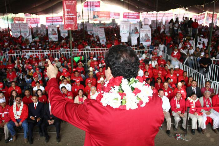 El Gobernador Eruviel Ávila durante un evento con comunidades indígenas. Foto: Cuartoscuro