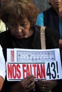 Padres de los 43 desaparecidos piden que se continúe con las investigaciones. Foto: Luis Barrón