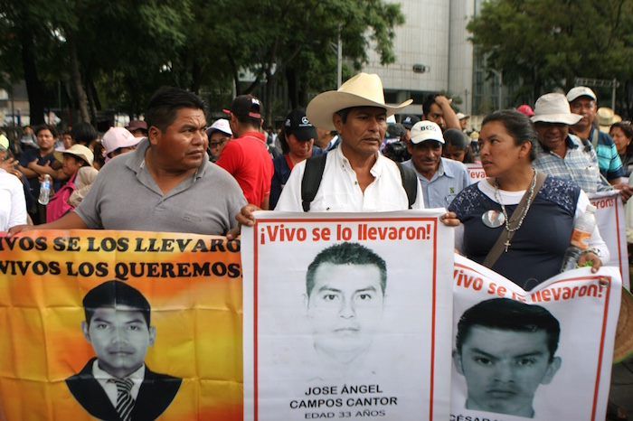 Los padres de los 43 acusan al Gobierno federal de intentar desmovilizarlos. Foto: Francisco Cañedo, SinEmbargo