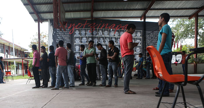 La escuela ha dejado de ser solo un centro educativo para convertirse también en el centro de control de las acciones a seguir por la desaparición de los 43. Foto: Francisco Cañedo, SinEmbargo.