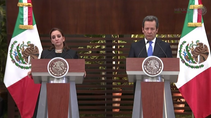 La Secretaria de Relaciones Exteriores, acompañada del Vocero de la Presidencia de México, Eduardo Sánchez. Foto: Captura de pantalla
