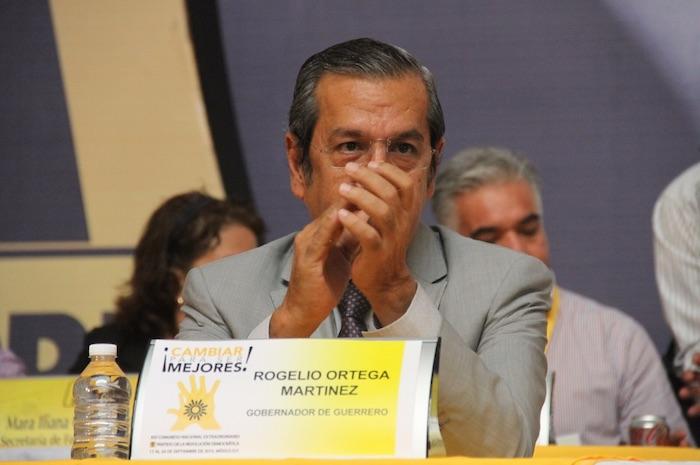 El Gobernador de Guerrero, Rogelio Ortega, también recibió abucheos por parte de los congresistas del PRD. Foto: Luis Barrón, SinEmbargo