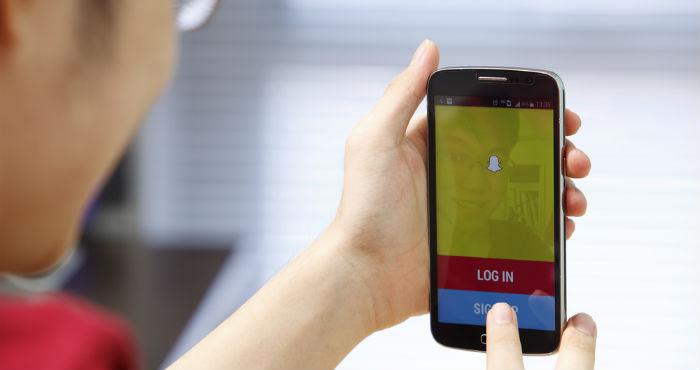 Snapchat consiste en mandar imágenes y mensajes que desaparecerán en cuestión de segundos. Foto: Shutterstock