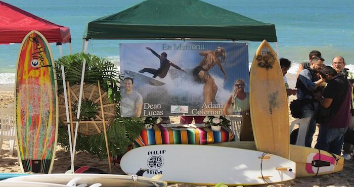El memorial en conmemoración a los dos deportistas desaparecidos Foto: Facebook Asociación Mexicana de Surfistas