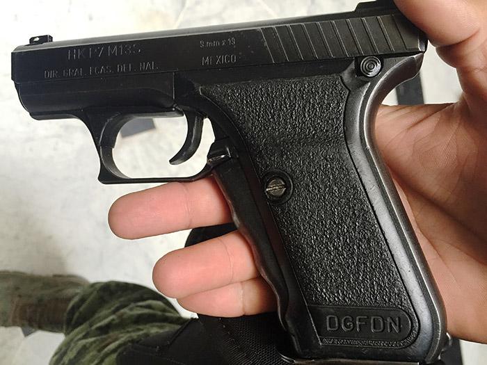 La pistola P7, de Heckler & Koch, es la automática de cargo de la tropa mexicana. Foto: SinEmbargo Humberto Padgett