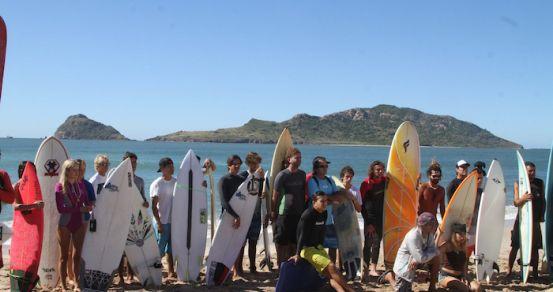 Más de cincuenta se dieron cita en la playa el Camaron, en Sinaloa. Foto: Xinhua