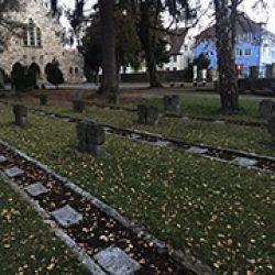Estela de la?pidas de algunos de los judi?os muertos en la región durante el final de la Segunda Guerra Mundial