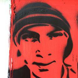 Rostro de Julio Ce?sar Mondrago?n en esténcil. El joven murió el 27 de septiembre de 2014 en Iguala, durante el ataque de narcos y policiás, quienes usaron rifles Heckler & Koch  (1)