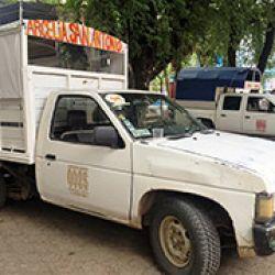 El transporte público en Arcelia consiste en una flotilla de camionetas apenas acondicionadas para que los pasajeros viajen en la caja trasera