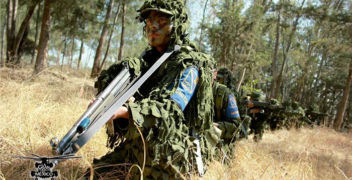 Un estudiante de la carrera de  Ingenería en Combate realiza ejercicios con un G-3. Imagen tomada de la revista electrónica la Gran Fuerza de México, editada por la SEDENA