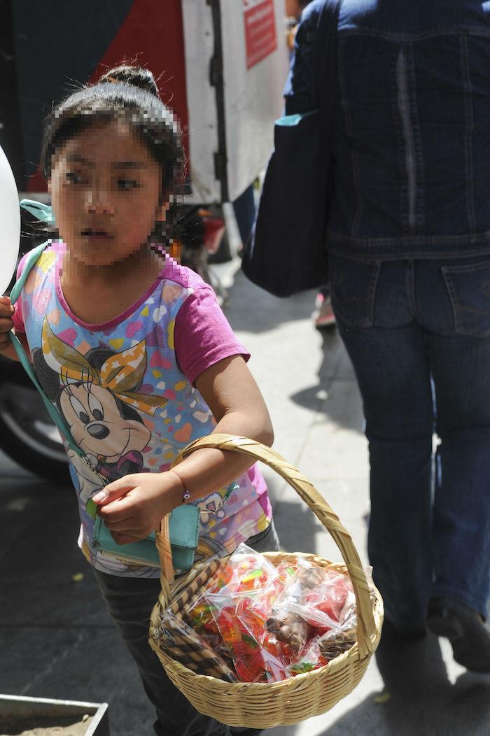 """""""Niñas y niños quienes para sobrevivir en muchas ocasiones tienen que trabajar a edades tempranas"""", criticó Redim. Foto. Cuartoscuro"""