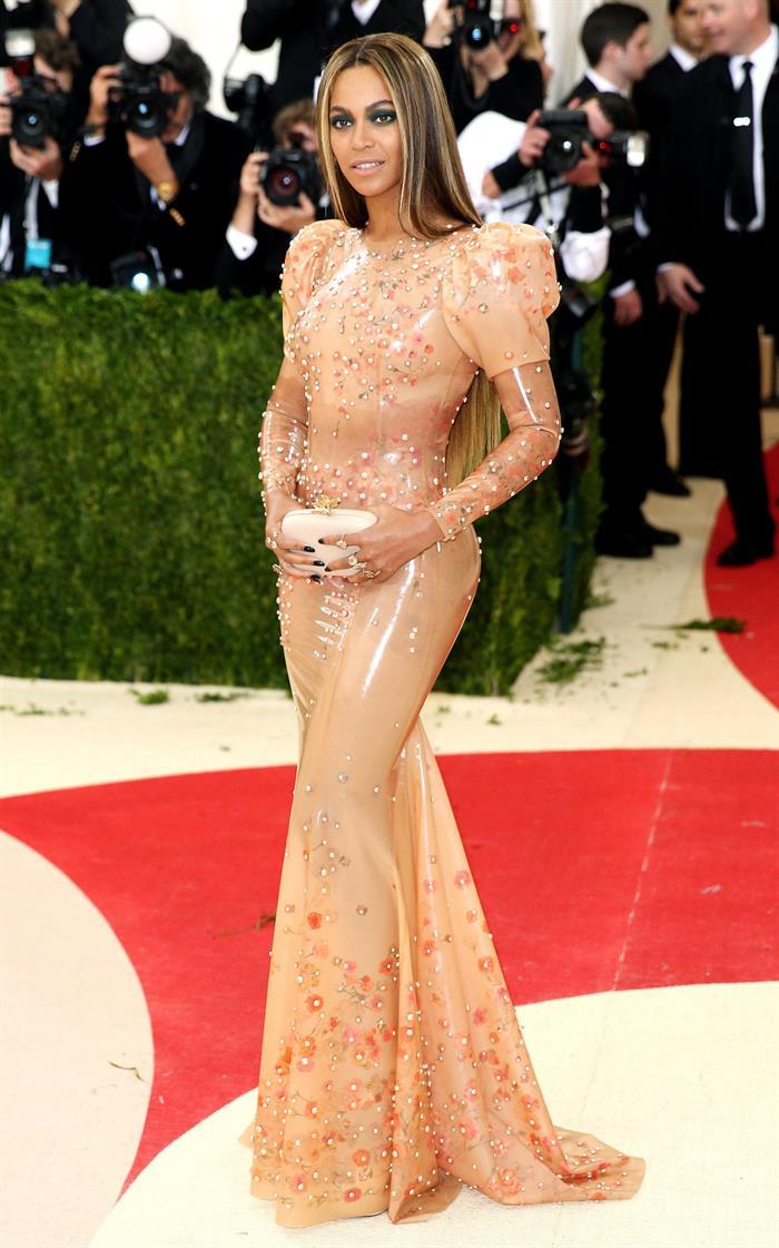 Beyoncé, también apareció en la alfombra roja de la Gala Met. Foto: EFE