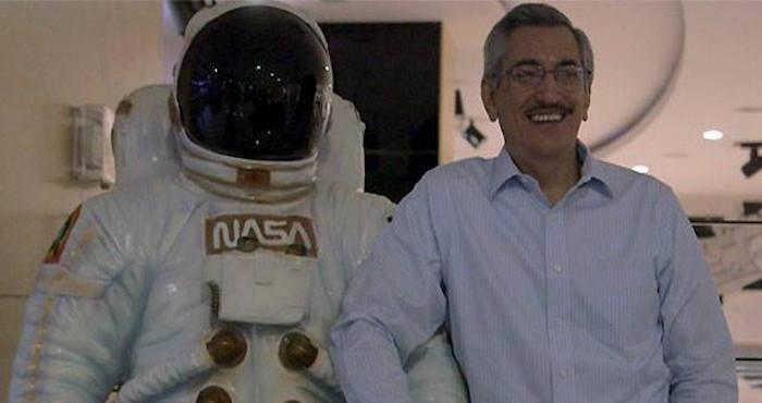 El doctor en microbiología ha hecho varios intento para entrar en la NASA. Foto: Facebook Martin Ricardo Ramirez Beltran