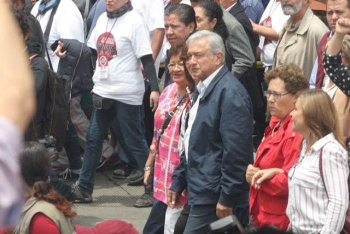 Después de la marcha de Morena, Löpez Obrador pidió un Gobierno de transición. Foto: Valentina López, SinEmbargo