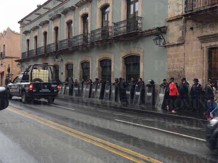 La CNTE convocó a una marcha masiva en Morelia, por lo que elementos policiacos ya resguardan el centro de la capital. Foto: Provincia.