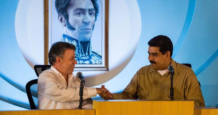 El presidente Colombia, Juan Manuel Santos (i), durante un encuentro con su par de Venezuela, Nicolás Maduro (d), hoy, 11 de agosto de 2016, en la ciudad de Puerto Ordaz (Venezuela). Foto: EFE