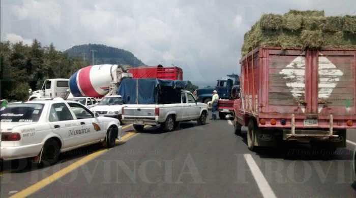 Estragos por el bloqueo en Uruapan. Foto: Provincia
