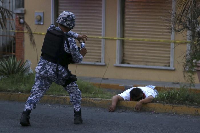 Ayer dos personas murieron durante los saqueos registrados en Veracruz. Foto: Cuartoscuro