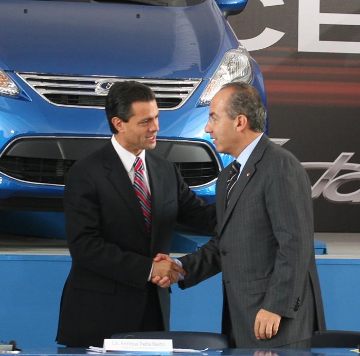 Peña y Calderón, haciéndole fiestas a Ford. Mientras. La industria nacional se hundió en sus gobiernos. Foto: Cuartoscuro.