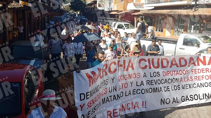 """Guerrero, resistencia al """"mega gasolinazo"""". Foto: Brenda Escobar"""